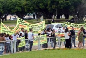 Em frente ao Palácio do Buriti.policiais civis protestam por aumento do efetivo no DF Elza fiúza/Agência Brasil