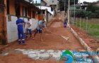 Prefeitura de Manhuaçu realiza calçamento em Bom Jesus de Realeza
